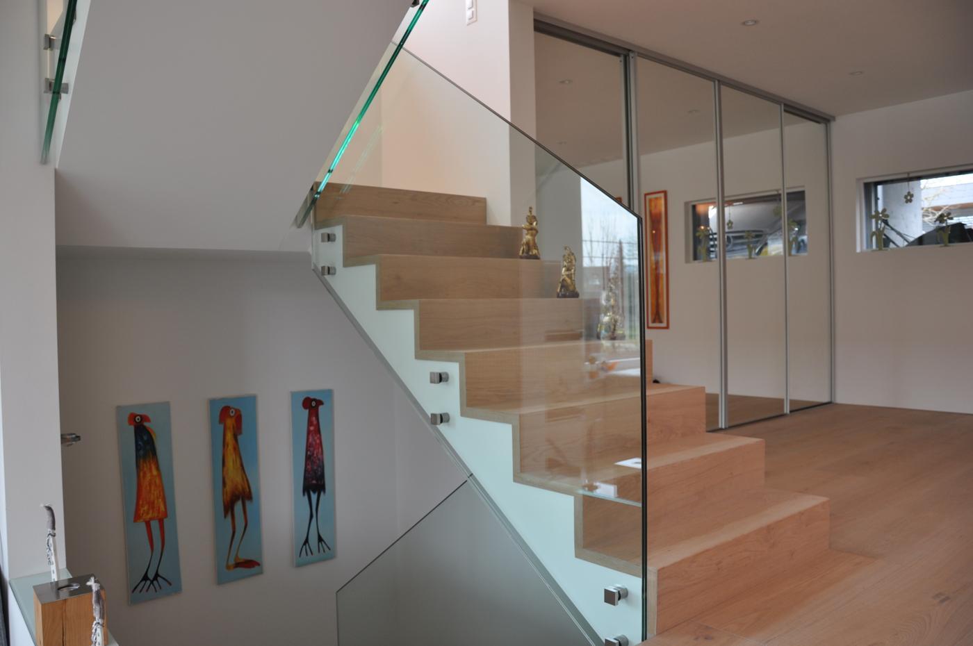 Glasgeländer Treppenhaus mit Verankerung