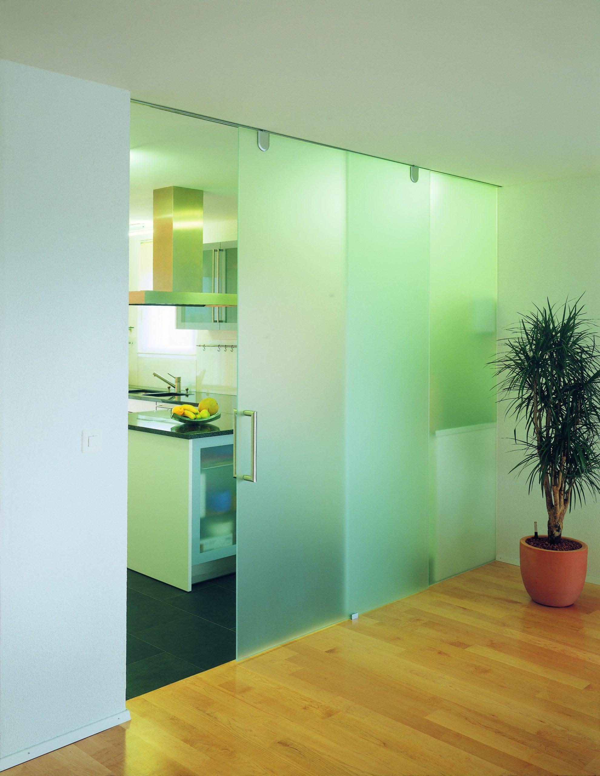 Glasschiebetüre grün