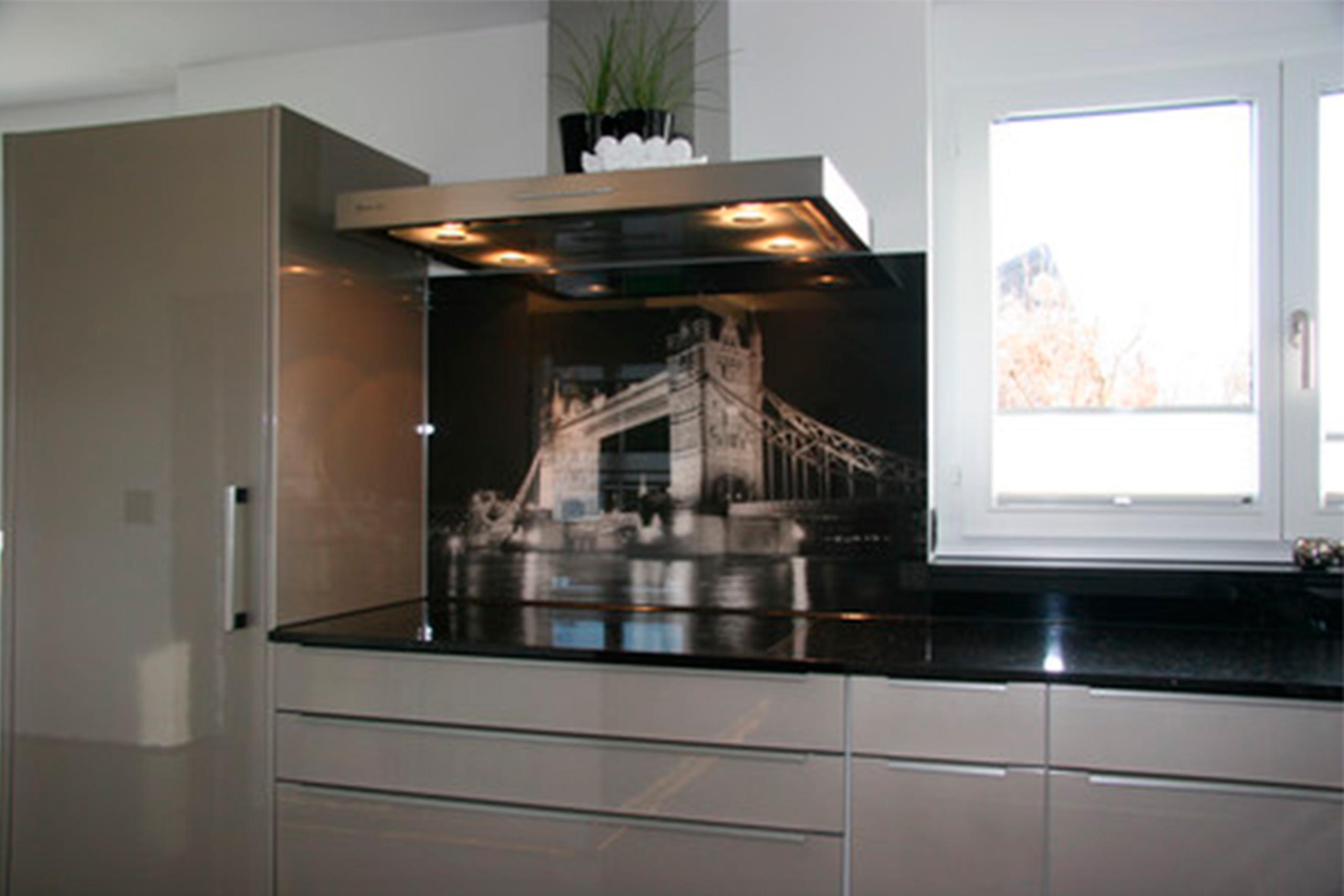Küchenrückwand aus Glas mit Bild